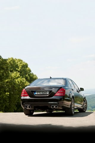 2010_S63AMG_iPhone_wall-01
