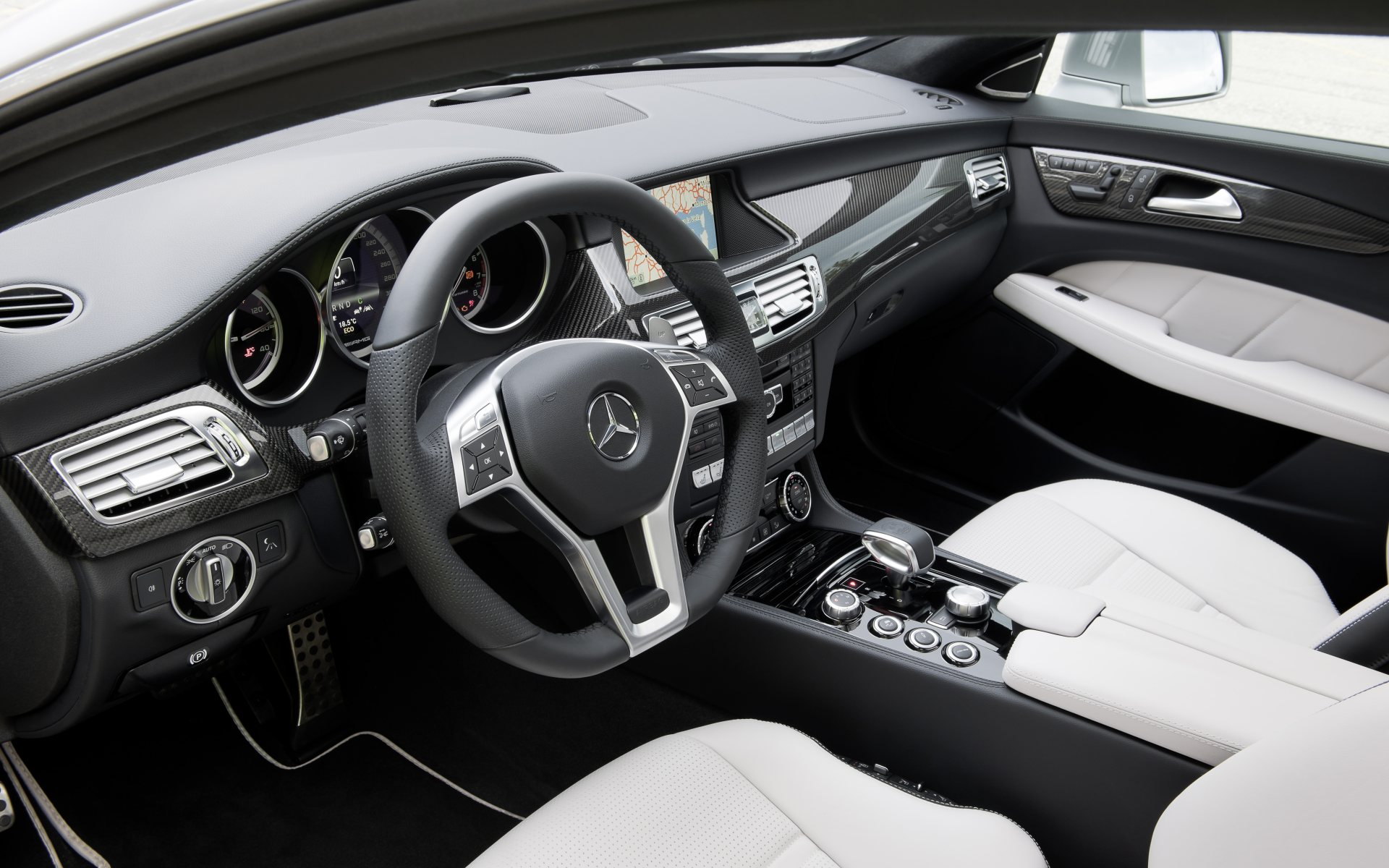 2012_cls_shootingbrake_002_interieur