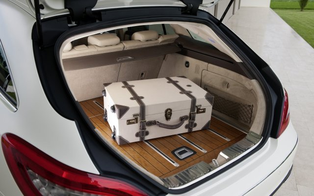 2012_cls_shootingbrake_018_interieur