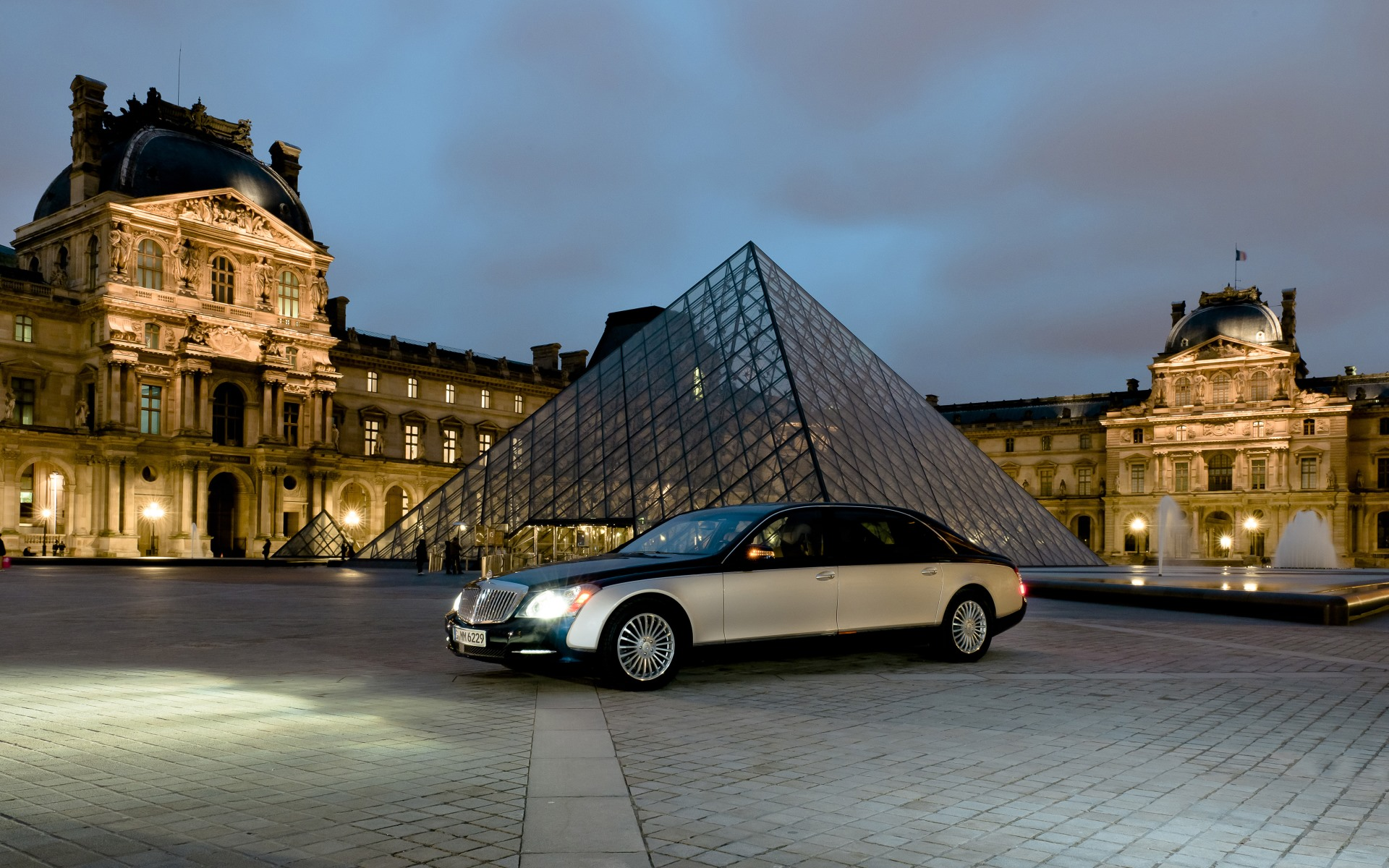 2011_Maybach_Louvre