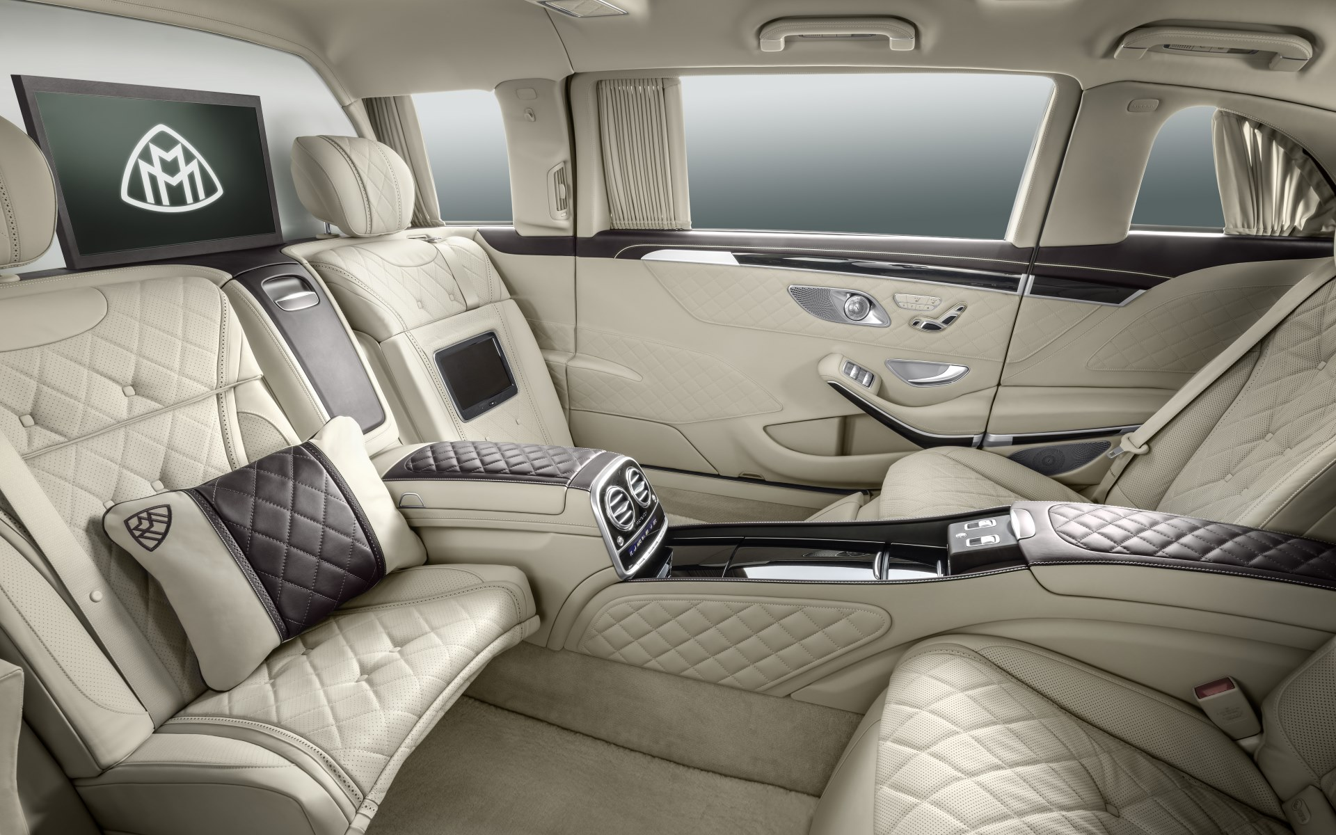2015_mercedes-maybach-pullmann_3