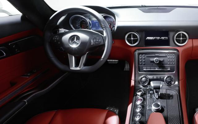 2010 SLS AMG rot Interieur 1
