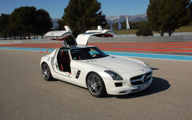 SLS-AMG-Experience-2010_livefields_02